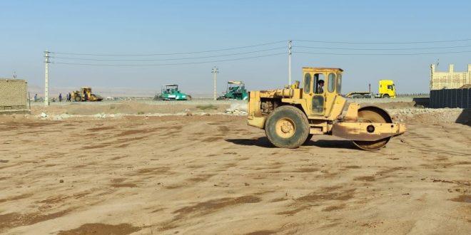خاکریزی، آبپاشی و کوبش زمین